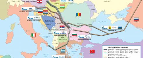 """Grecia se ha configurado como una encrucijada energética en el sudeste de Europa. De hecho, la ruta n.º 3 del proyecto de gasoducto South Stream, liderado por la propia """"Gazprom"""" y en el que está implicada DESFA, cruzaría Grecia y conectaría ésta con Italia. Además, DEPA es una de las empresas constructoras del gasoducto Interconector Turquía-Grecia-Italia (ITGI), al que, por cierto, se podría conectar el South Stream."""