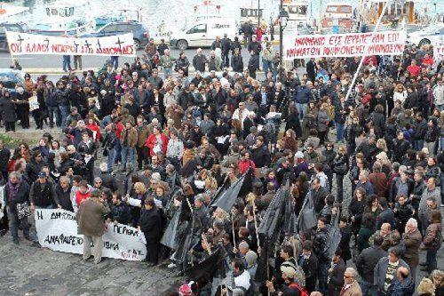 Protestas de ciudadanos por el desguace de su hospital.