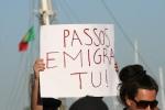 Passos. (Primer Ministro). Emigra tu !!. En manifestación que se lixe a troika