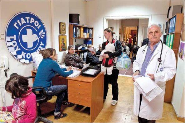 La ONG Médicos del Mundo instaló tres consultorios para dar atención a las personas que se quedaron sin seguridad social y a quienes no se les reembolsa su gasto en medicinas.