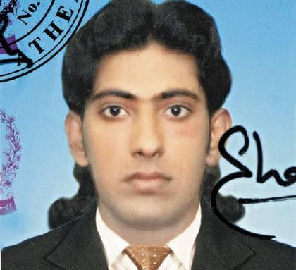 Loukman Sachtzat  tenía 26, trabajaba duro y había conseguido su tarjeta de residencia temporal. Mandaba dinero a su familia, tenía 8 hermanos . 800 ataques racistas han sufrido los paquistaníes en dos años.