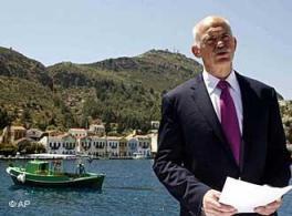 Papandreu anunció al país la solicitud de ayuda financiera desde un bonito lugar de la costa.