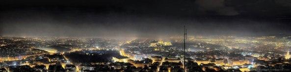 """La calefacción ha subido tanto por los impuestos que ha elevado en Grecia el uso de leña para la calefacción hasta tal punto  que las grandes ciudades se están convirtiendo en """"auténticas cámaras de humo"""". dañinas para la salud"""