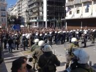 Policía bloqueando el paso a la plaza de Syntagma