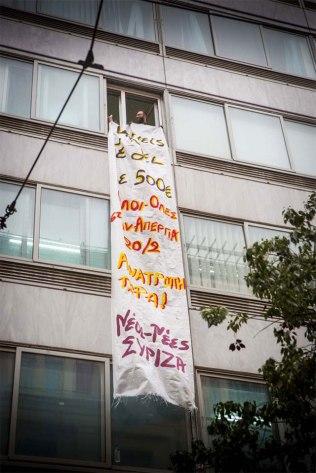 """Pancarta de Syriza protestando porque 500 euros sea """"demasiado"""""""