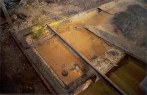 La extracción del oro se realiza con cianuro. En todos los lugares donde se ha establecido hay contaminación del agua por metales pesados.