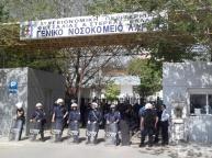 Larissa.La policia protegió a los neonazis para donar sangre