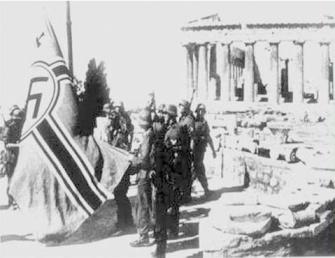 27 de Abril de 1941.Colocando la bandera Nazi en el Acrópolis